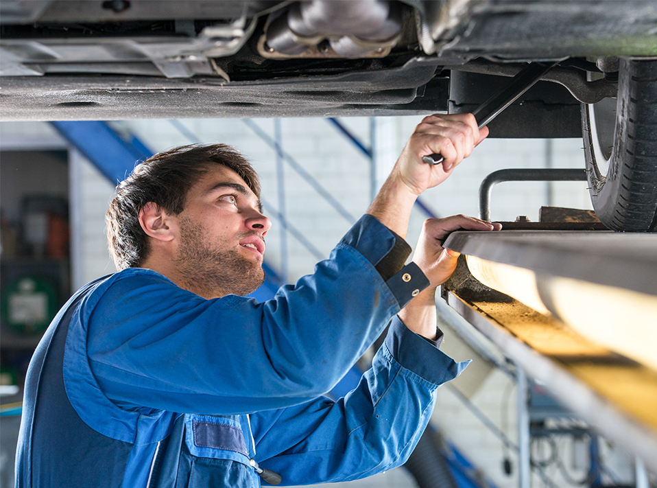 Mechanic repair a vehicles brakes - Car Repairs Poole